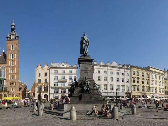 «Это шантаж»: в Польше отменили закон о ЛГБТ из-за Европейских игр