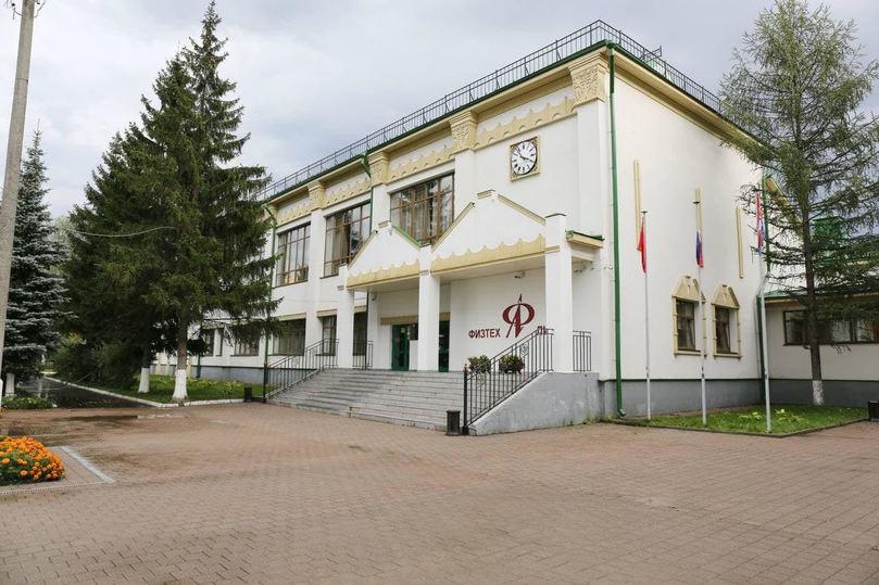 Андрей Воробьев поручил запустить программу по ремонту дорог возле образовательных учреждений