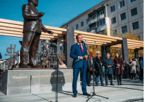 Глава Якутии подписал указы о вручении наград учителям
