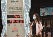 Оргкомитет Игр-2022 в Пекине опубликовал протоколы безопасности для спортсменов и делегаций. Правила назвали беспрецедентно строгими: либо сертификат о вакцинации, либо 21-дневный карантин. При этом в любом случае предстоит оставаться в «пузыре». Спустя время о возможном допуске лишь привитых игроков объявил и Australian Open. Разбираемся, как спортсмены всего мира относятся к вакцинации и какими способами спортивные структуры пытаются добиться 100-процентной защищенности атлетов.