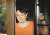 Женский портрет на фоне рака:  Ольга Павлова помогает онкобольным фототерапией