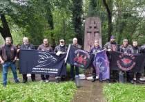 Германия: Вечный огонь из красных тюльпанов