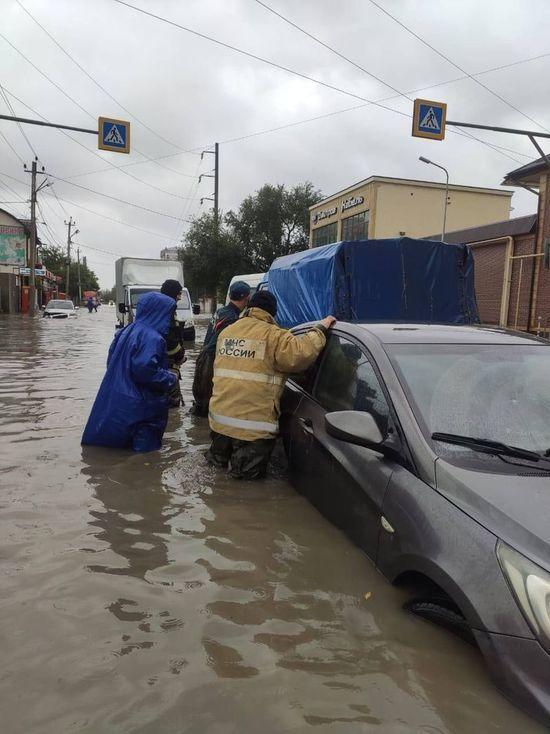 В Дагестане дождь размыл дороги и затопил города