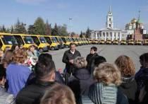 Алексей Дюмин передал школам региона новые автобусы