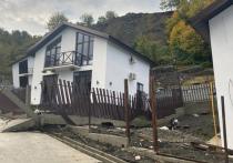 В Сочи на элитный коттеджный поселок в селе Сергей-Поле сошел оползень