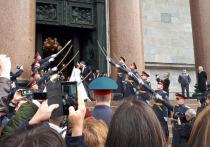 Шойгу наказал военных, отправивших почетный караул на венчание потомка Романовых