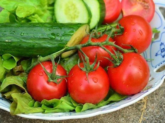 В России выросли цены на помидоры и огурцы