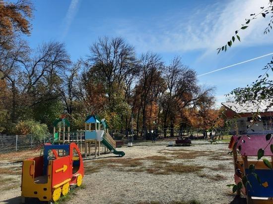 В Пензе из-за COVID-19 закрыли детскую площадку в Комсомольском парке