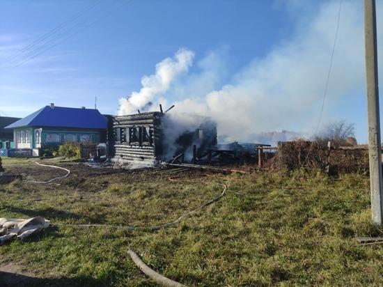 В Марий Эл мужчина и женщина не смогли выбраться из загоревшегося дома