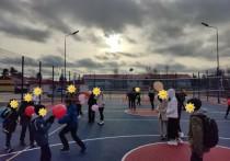 Универсальную спортплощадку для детей и взрослых открыли в Лонгъюгане