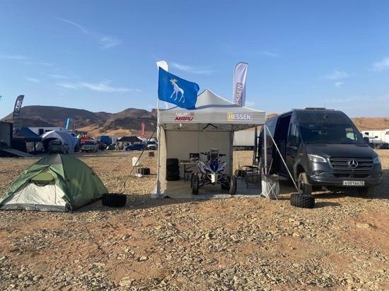 Флаг Йошкар-Олы сопровождает квадроциклистов в пустыне Сахара
