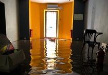 В астраханской многоэтажке на Набережной Приволжского затона случился потоп