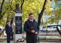 На территории иркутской школы № 71 открыли бюст – памятник Герою Советского Cоюза Н. А. Вилкову