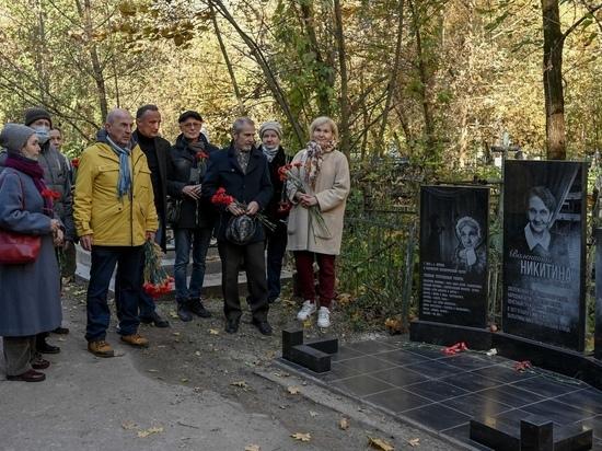 В Калуге открыли памятник на могиле Народной артистки Валентины Никитиной