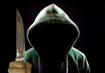 Посетитель магазина ранил ножом охранника, потребовавшего надеть маску
