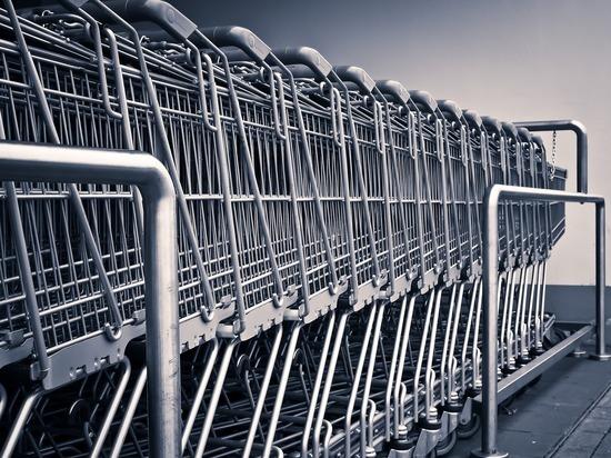 Британцы в панике опустошили полки супермаркетов