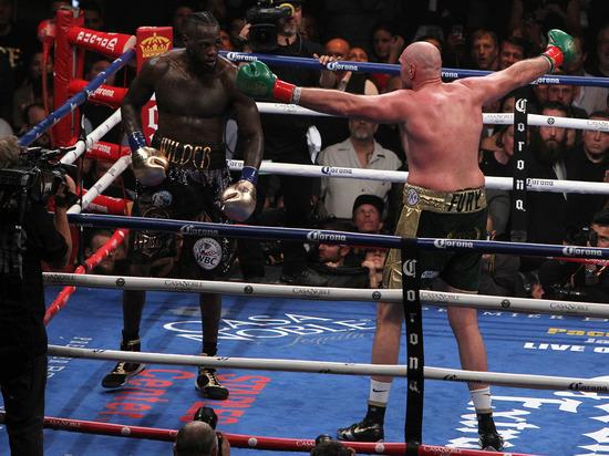 Фьюри нокаутировал Уайлдера и защитил чемпионский титул