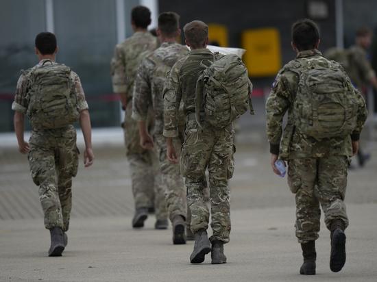 В Британии военным выдали справочники: «Не все женщины – женского пола»
