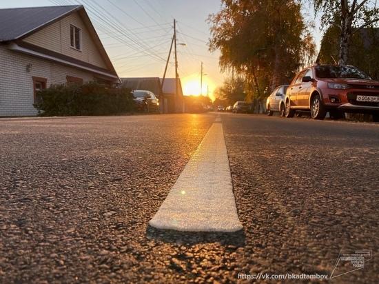 В Тамбове в рамках нацпроекта «Безопасные качественные дороги» наносят дорожную разметку, укладывают асфальт, обустраивают тротуары