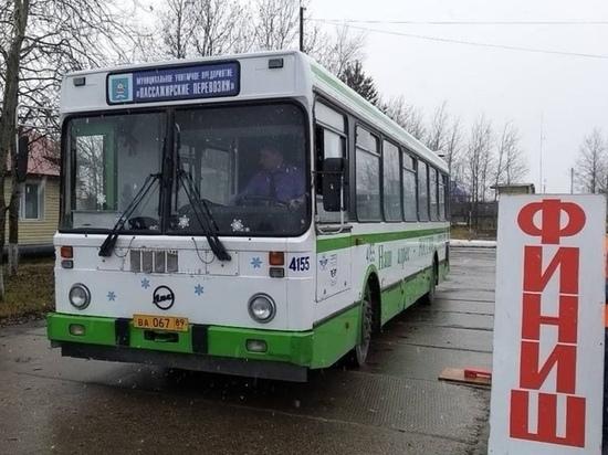 Лучшего водителя автобуса выбрали в Ноябрьске