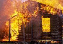 Частный дом площадью более 100 квадратных метров загорелся в Волховском районе