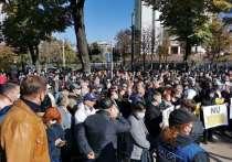 Митингующие требуют устранить политконтроль над судебной системой