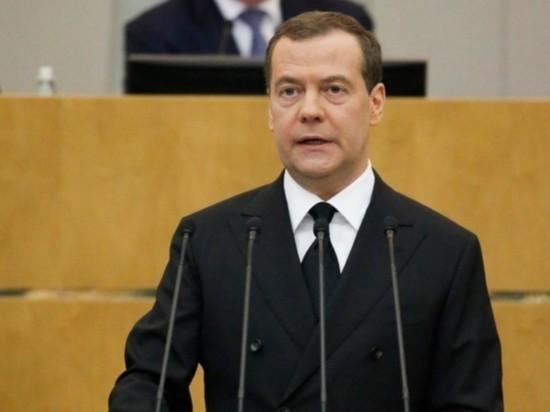 """Медведев предложил """"подождать вменяемых"""" для  переговоров с Киевом"""