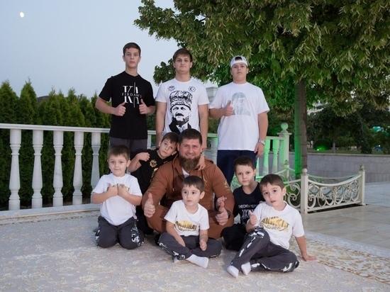 Кадыров показал пятилетнего сына