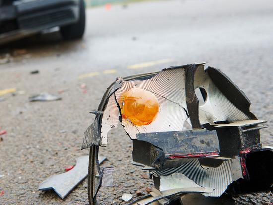 Легковушка на Хутынской в Великом Новгороде протаранила автобус