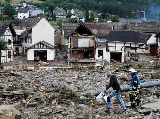 Германия: Президент ФРГ посетил пострадавших от летнего наводнения