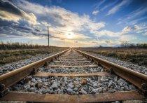 В посёлке Юрты на переезде поезд сбил девушку