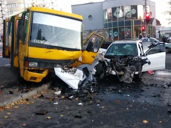 При аварии на проспекте Ильича в Донецке пострадали 15 человек