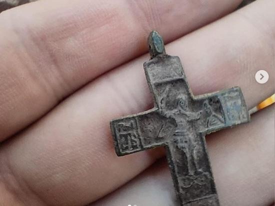 Во рву Арзамасской крепости нашли крест с Никитой-бесогоном