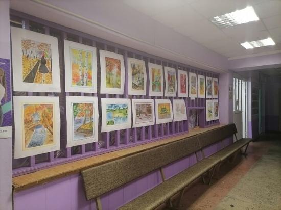 В костромском райцентре Шарья проходит выставка детского рисунка, посвященная 115-летию города