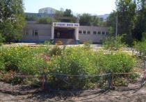 Сегодня днём, 11 октября, очевидцы сообщили о том, что возле городской школы №40 стоят пожарные расчёты