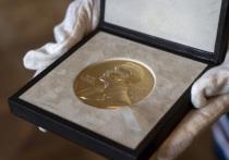 Лауреатами премии Шведского национального банка по экономическим наукам памяти Альфреда Нобеля (именно так звучит официальное название Нобелевской премии по экономике) стали трое ученых, работающих в американских университетах — Дэвид Кард, Джошуа Ангрист и Гвидо Имбенс
