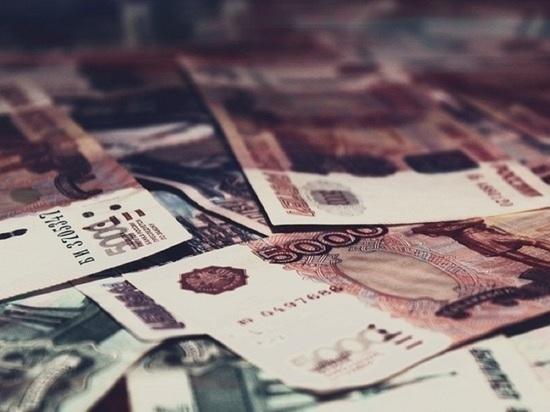 100 тысяч рублей и 400 долларов украл у коллеги мужчина из Лабытнанги
