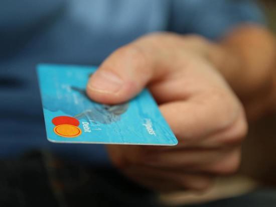 Во Владимирской области женщина тайно оплачивала свои покупки картой своей знакомой