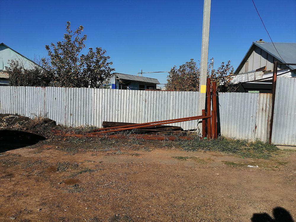 В поселке Экспериментальный в 20 км от Оренбурга берег Донгуза угрожает жилым домам