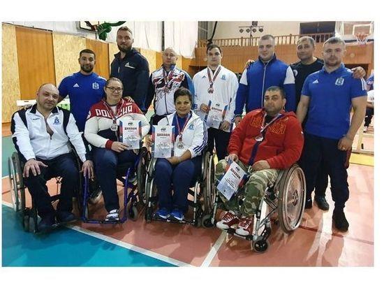 Три «золота» завоевали на всероссийских соревнованиях пауэрлифтеры из Ямала