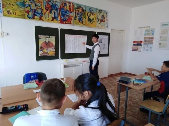 В Калмыкии молодым воспитателям и учителям увеличили размер подъемных