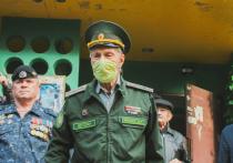 Торжественным маршем Почётного гражданина Астрахани поздравили военные, ветераны, юнармейцы, активисты патриотических организаций и волонтёры