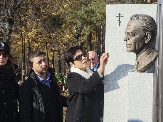 Союз журналистов открыл памятник Михаилу Ненашеву