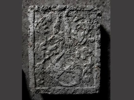 Археологи нашли герб наместника Выборгского замка в отхожем месте