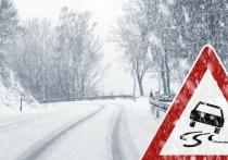 Временно не выезжать на заснеженные и скользкие дороги просят жителей села Мужи