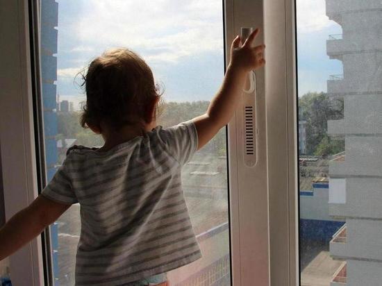 В Иванове маленькая девочка выпала из окна многоэтажки