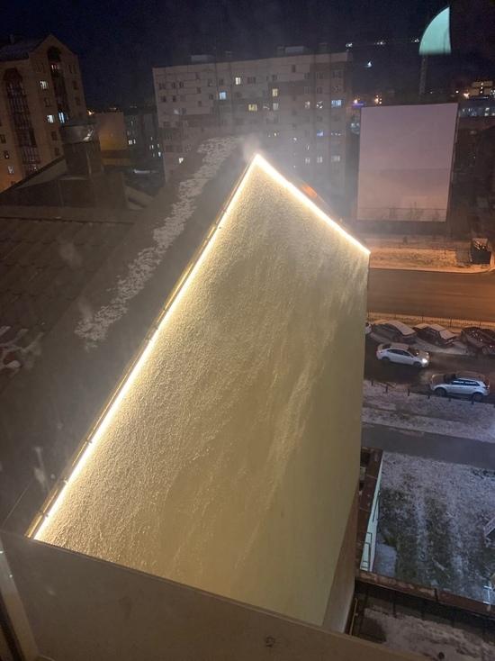 Ночью светло: новая подсветка на фасаде мешает спать жителям Нового Уренгоя