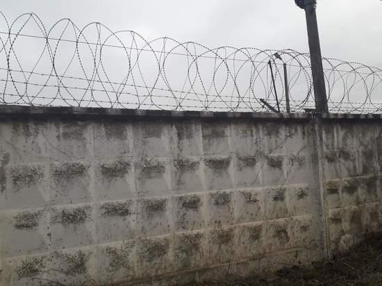 В Калужской области задержан подросток, перебрасывающий телефоны в колонию