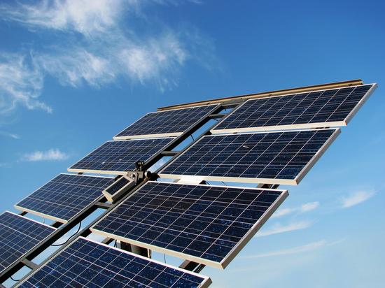 Заработать не удалось: жительница алтайского села установила во дворе дома солнечную электростанцию