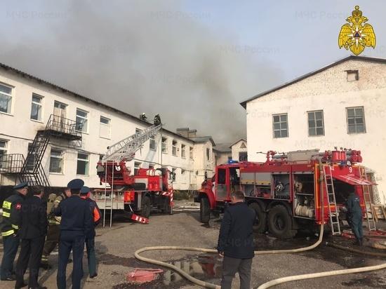 В Калуге загорелось здание колонии-поселения